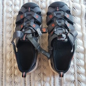 Keen sandals new without tags size 2 A35